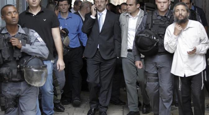 Far-right Israeli Knesset member storms into al-Aqsa