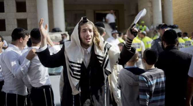"""Media paints British Zionist settler as """"peace lover"""""""